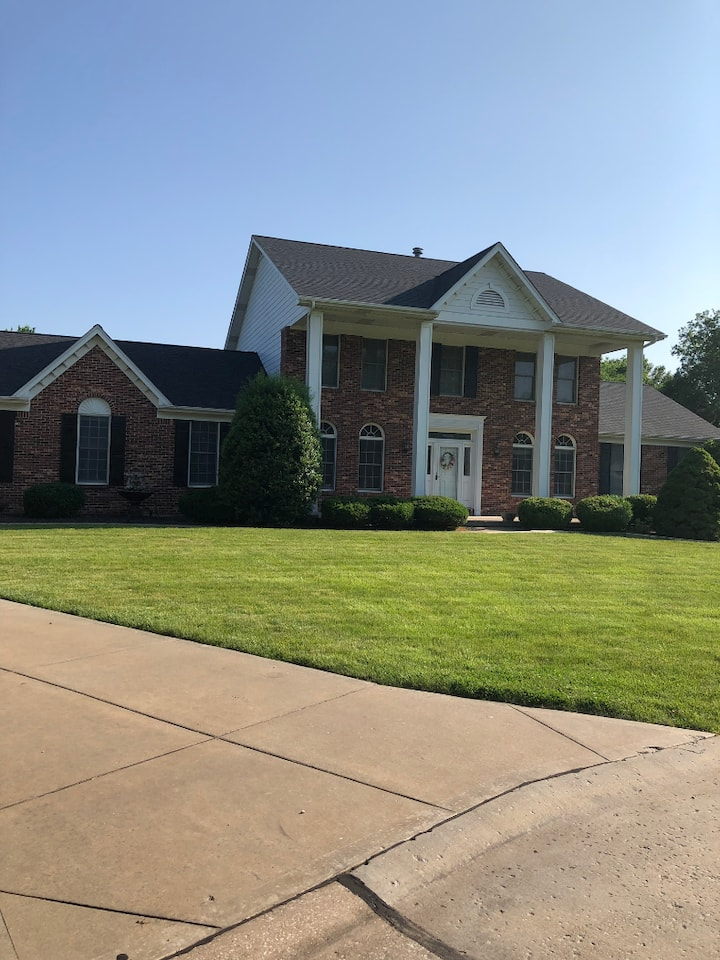 Beautiful, w/Private Entrance Room in This Home!