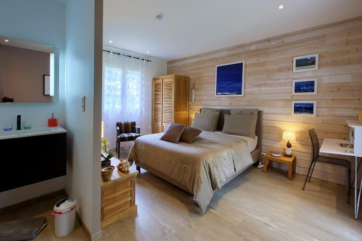 B&B BORDEAUX Bedroom Coté Bassin