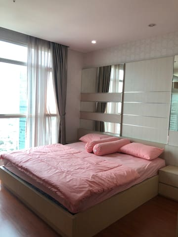 Master Bedroom with private bathroom (king bed)