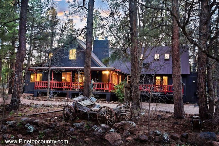 Luxury PinetopCountry B&B. 5K sf. Sleeps up to 23.