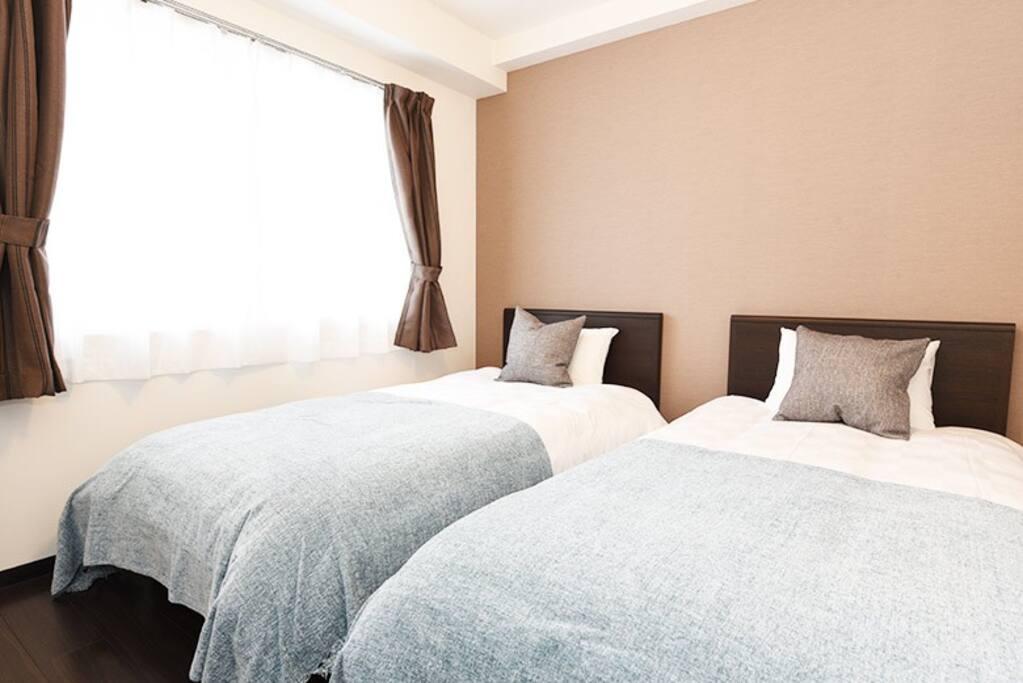 Bedroom 2 : 2 single beds