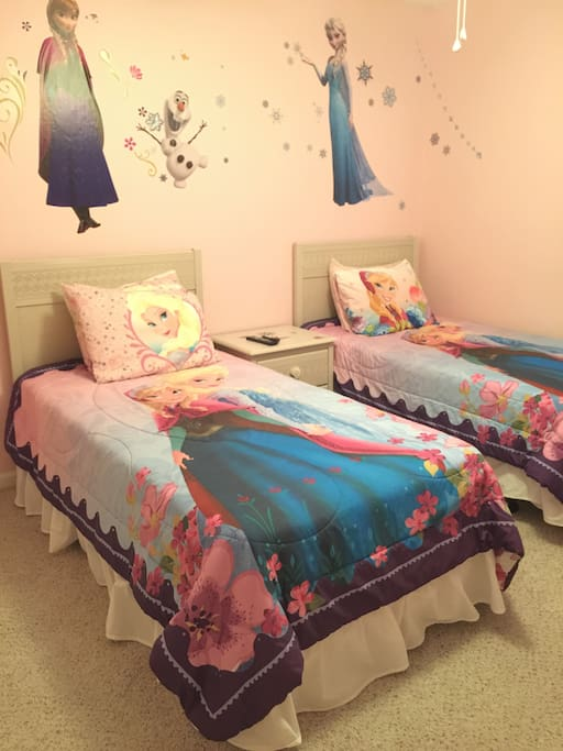Frozen themed twin guest bedroom