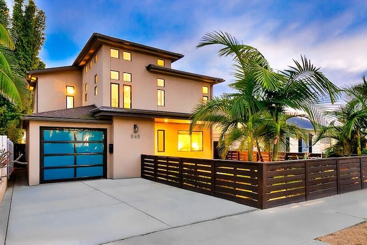 15% OFF thru 12/17 - Spacious Home w/ Firepit & Rooftop, Close to Surf