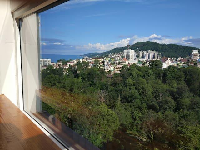Эко-студия с панорамными окнами у моря (600м)