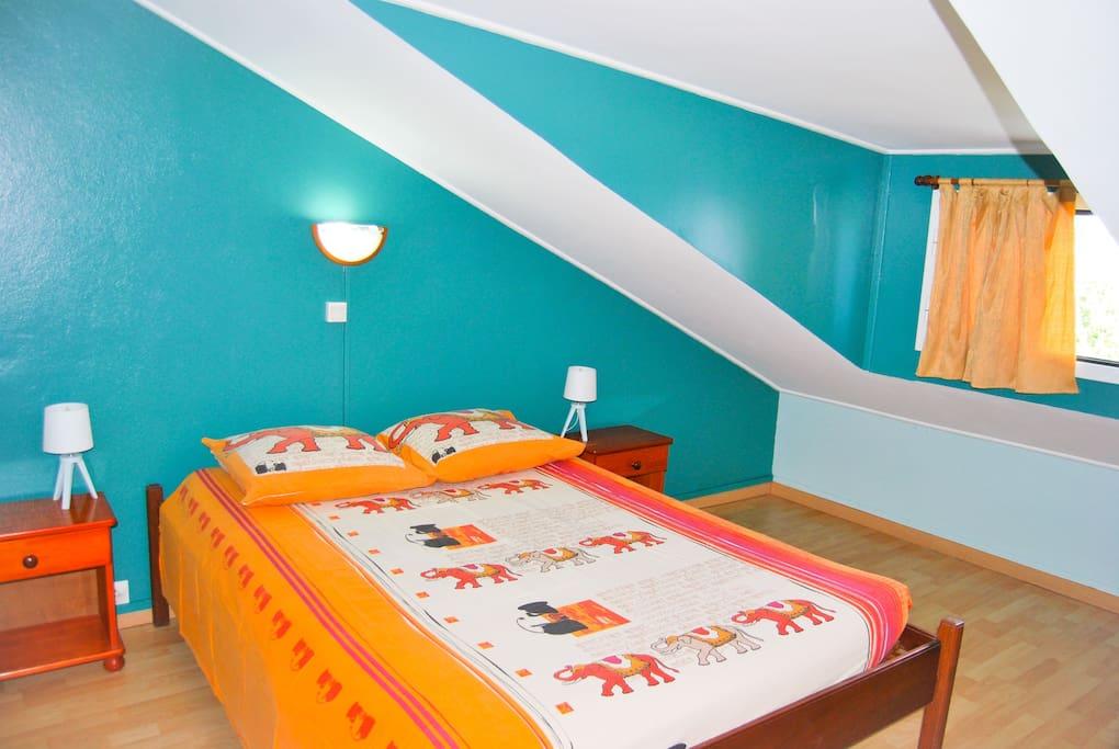 Chambre 1 - grand lit - à l'étage