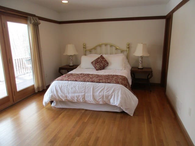 LAKE WALLENPAUPACK - LAKEFRONT ESTATE   Room 101