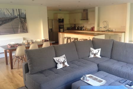 2 luxury bedrooms in Cardiff up for up to 4 guests - Radyr - Haus