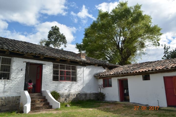 Tumbaco-double room-Great hacienda house for share