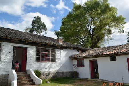 Tumbaco-double room-Great hacienda house for share