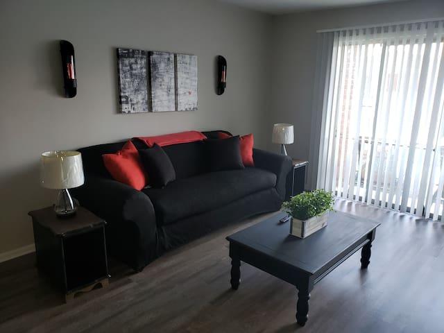 #04-Cozy 2 bedroom 2 bath Apartment (upstairs)