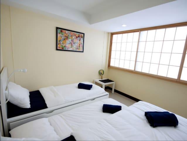 301, 3-Single Beds
