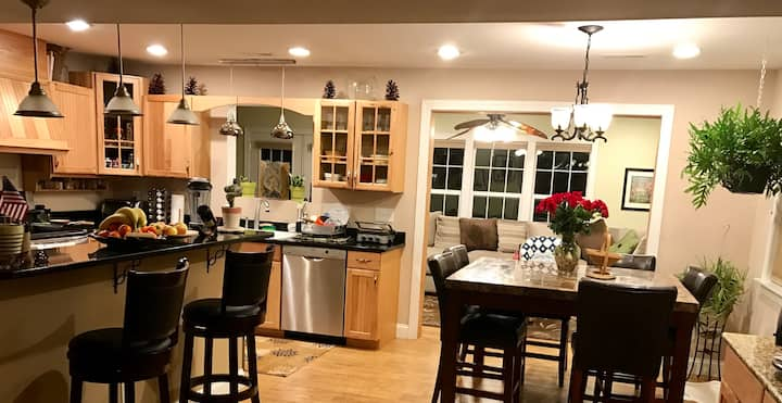 Charming Home close to UNCW and Beaches w/ Hot Tub