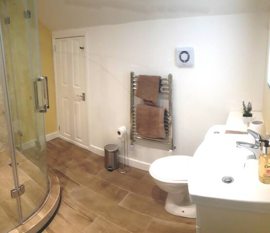 Meadow Suite private bathroom.