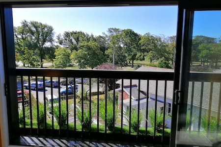 Lovely Apartment with views over Hagley Park