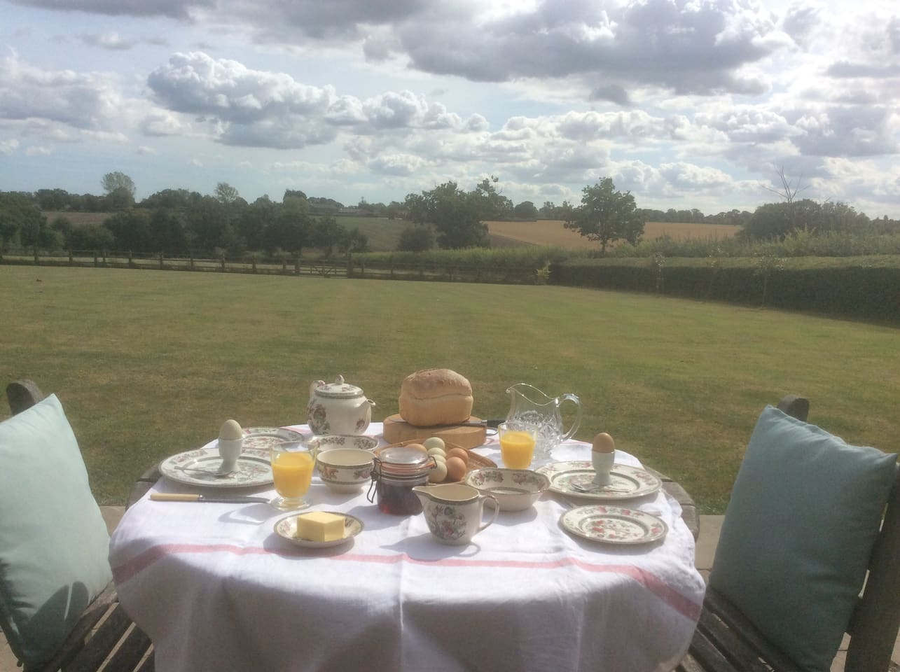 Sleep on crisp linen sheets in a soft king size bed. Awake to birdsong in the middle of the Suffolk countryside. Eat breakfast on your terrace with far reaching views...relax