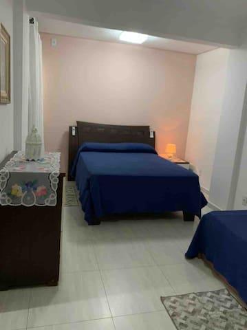 Suite 02 (cama de casal + 2 de solteiro)