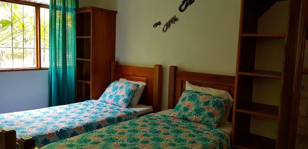 Twin beds bedroom - 3 bamboo ecolodge cahuita