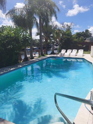 Pompano beach Duplex pool house