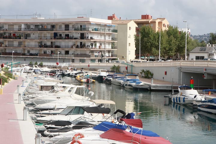 Marina view apartment, terrace & pool Arenal area