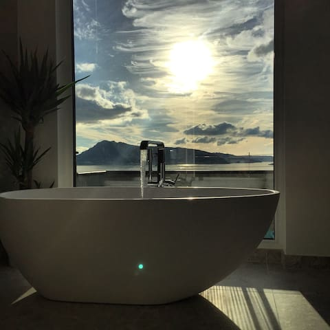 Flott hjem med nydelig utsikt - Biskopshavn - Ev