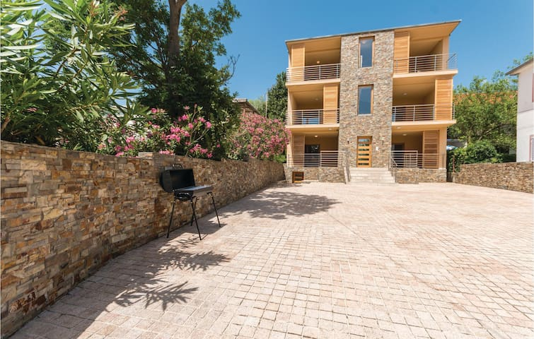 Holiday apartment with 1 bedroom on 53m² in Starigrad
