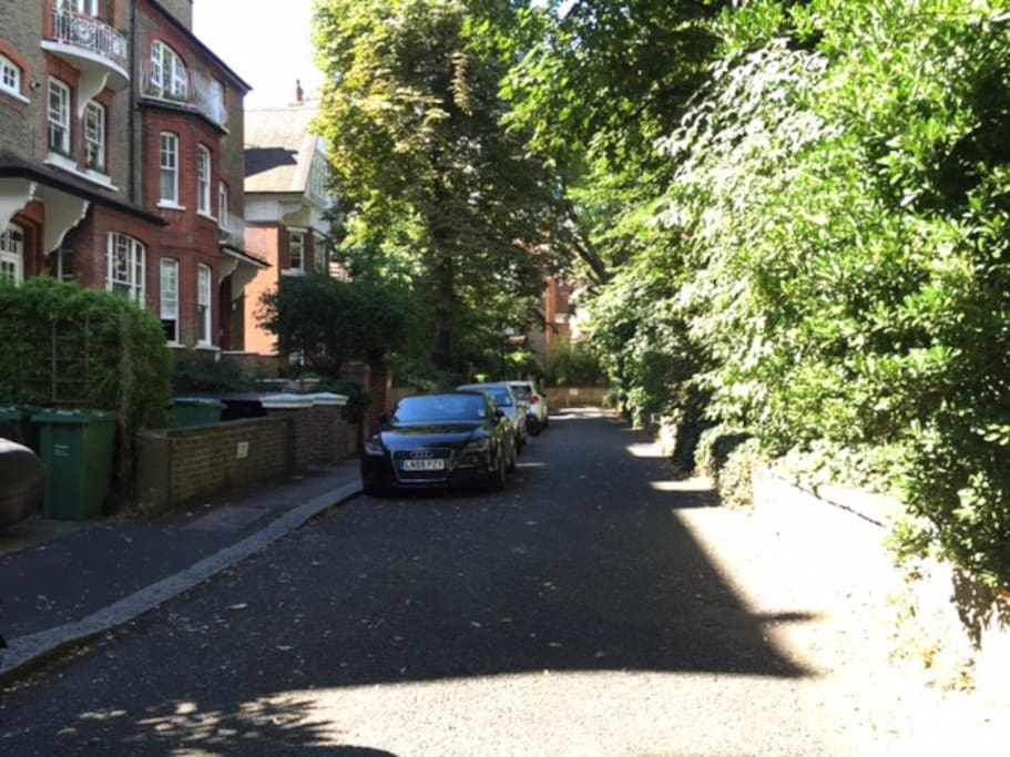 chalcot gardens: a private leafy road