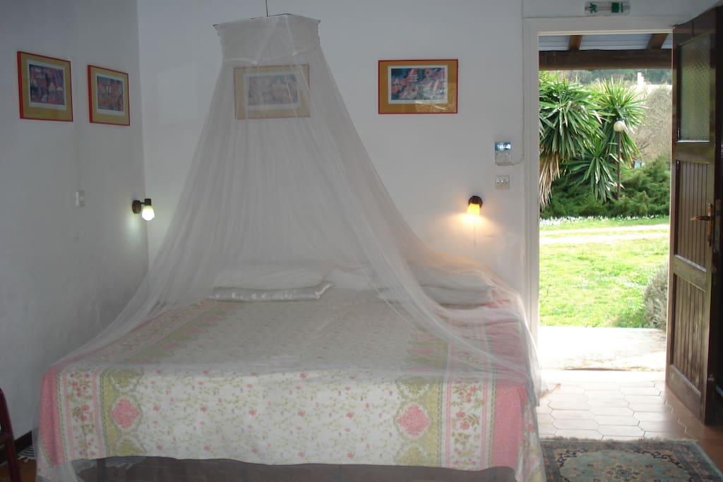 Studio bedroom with double bed