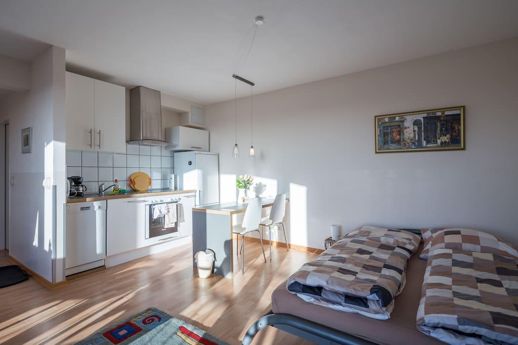 Schlafbereich & Küche/Sleeping area & kitchen