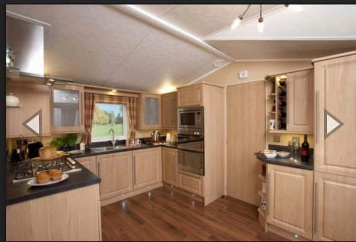 2 bedroom pet friendly holiday home at 5* park
