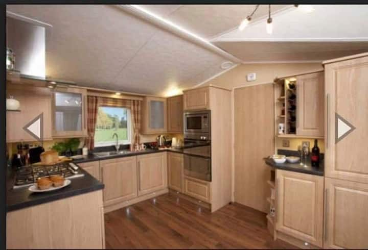 8G  2 bedroom pet friendly holiday home at 5* park