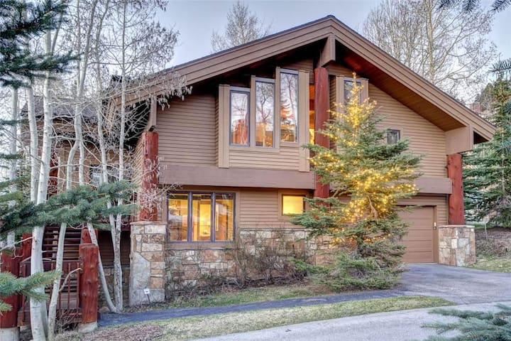 Aspen Hollow #2: 50 Yards to Ski Trail! Ski-in/Ski-out Five Bedroom Private Home!