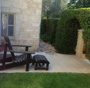 Private unit in a antique stone Templer house - אלוני אבא - Daire