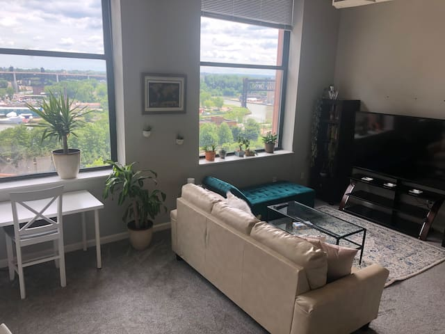 Water View- Downtown 1bd loft -FREE gated parking
