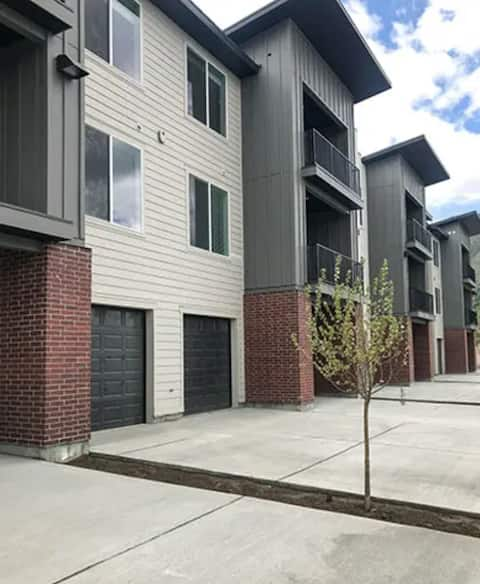Brand new apartment in Logan