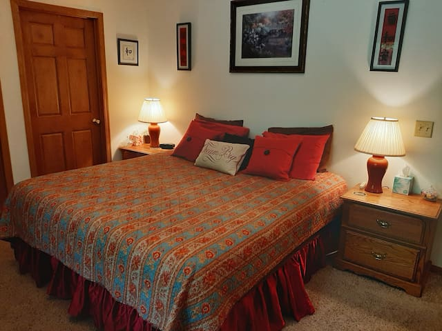 Comfy, Quiet & Cozy Eau Claire, WI, USA