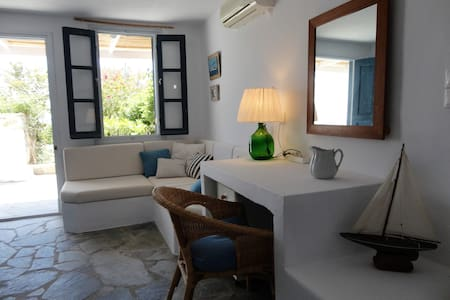 Charming private guest-house above Karavi beach. - Serifos - 公寓