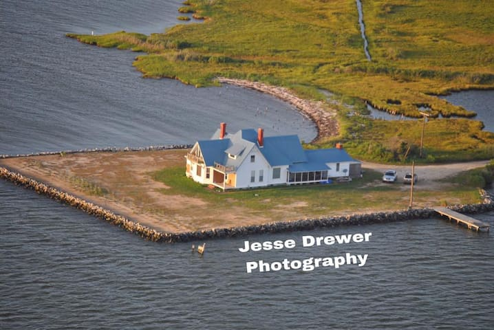 LaVallette House, Quaint Waterfront Cottage