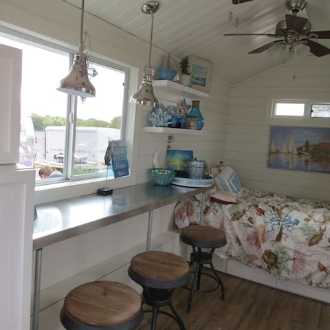 Breezy - Tiny House at Community First! Village - Austin - Bed & Breakfast