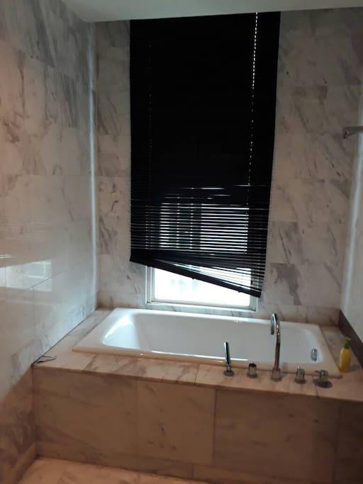 Master Bathroom/Kamar Mandi Utama