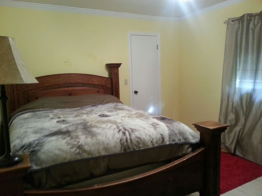 Queen bed and full twin beds.