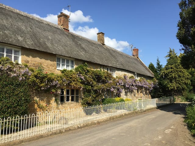 Charming thatched Somerset cottage - Ilminster - Hus