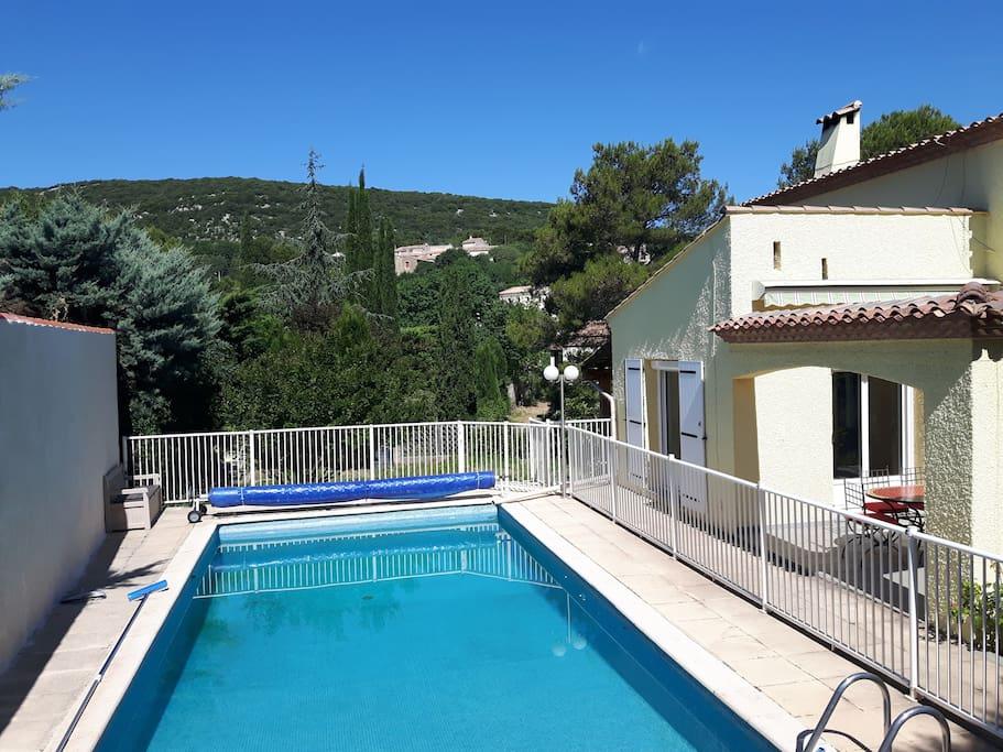 villa calme jardin piscine proche montpellier villas. Black Bedroom Furniture Sets. Home Design Ideas