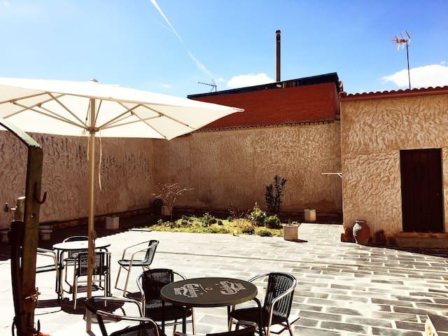 """Casa Rural """"El tio Bartolo"""" - Montamarta - House"""