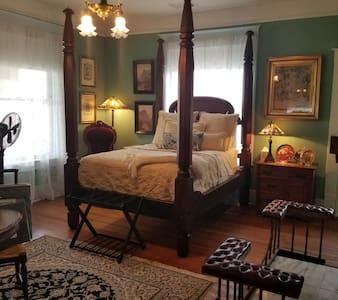 Laurel Ridge Inn, The Veranda Suite
