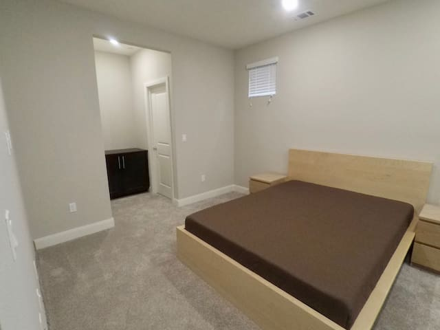 Private Bedroom with attached bathroom in Milpitas