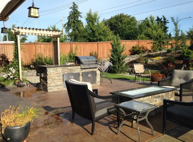 Great to entertain! Lots of space. - Federal Way