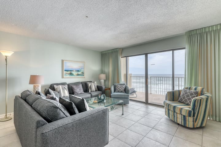 5th Floor Cozy Condo w/ Steps From The Beach, Convenient To Shopping