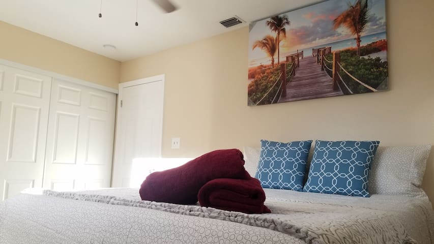 LOVELY BEDROOM 2 MINS TO ALTAMONTE MALL