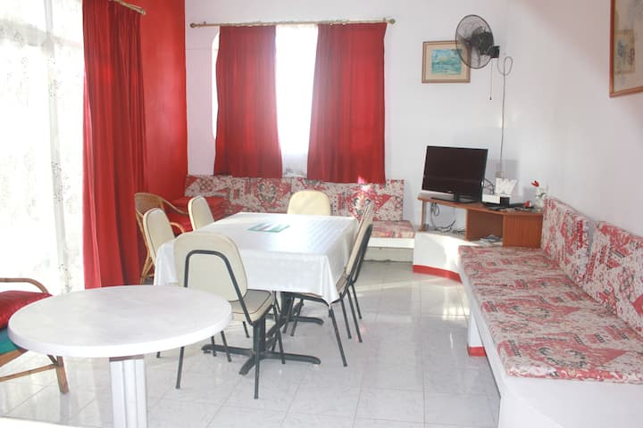 Apartment with 2 bedrooms in Pereybere, with enclosed garden and WiFi - 200 m from the beach