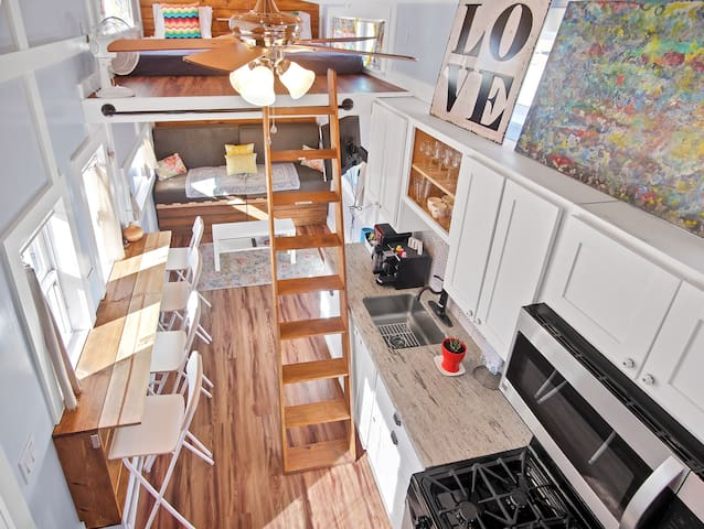 """""""Awesome Gigantic Tiny 🏠 """"  Experience Tiny Living"""